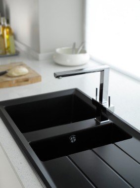 * Hotpoint-Luce-sink-and-tap.jpg