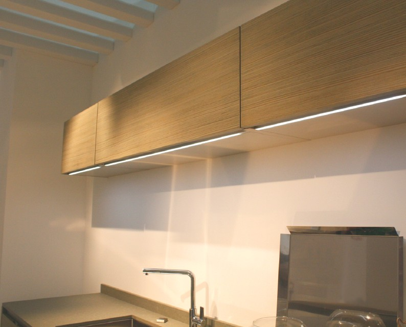 * Linea-surface-mounted-LED-LDL.jpg