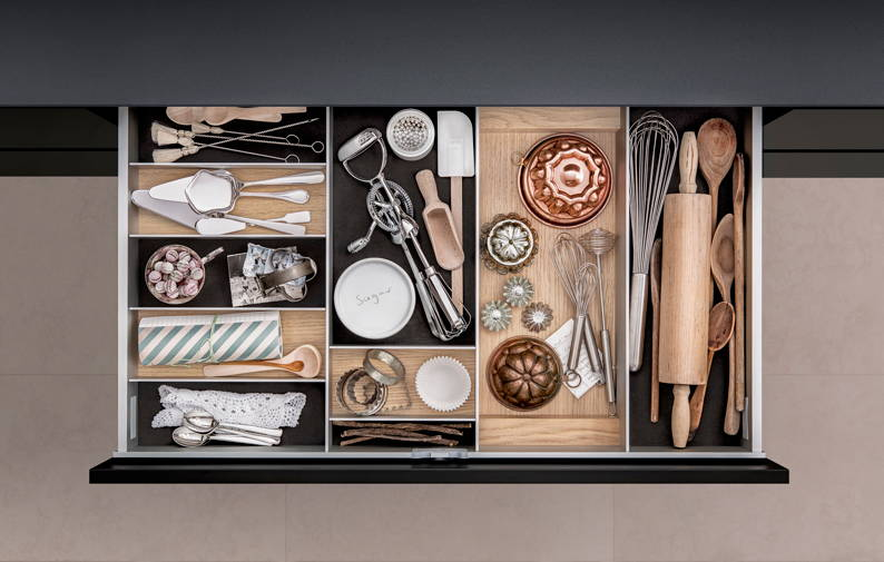 * SieMatic-light-oak-stoarge.jpg